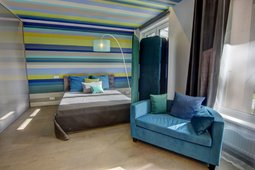 Pažiūrėkite: mėlynos ir žalios spalvų žaismas bute