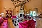 Prabangus milžiniškas namas Didžiojoje Riešėje, kuriame karaliauja prancūziška dvasia