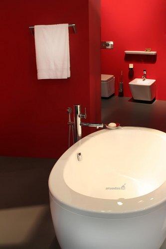 Ryškios, raudonos vonios sienos