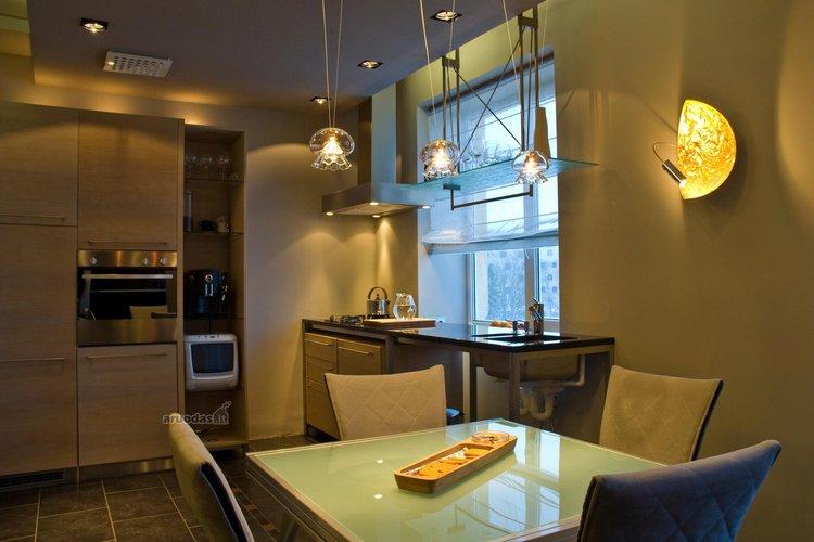 Nedidelės virtuvės su valgomuoju interjeras