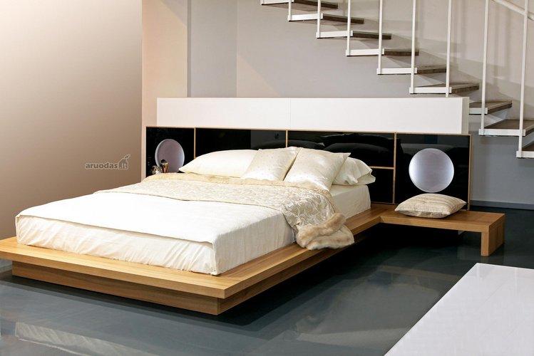Miegamojo po laiptais dizainas