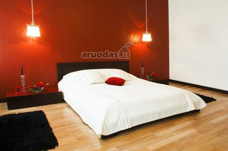 Minimalaus apstatymo miegamojo interjeras