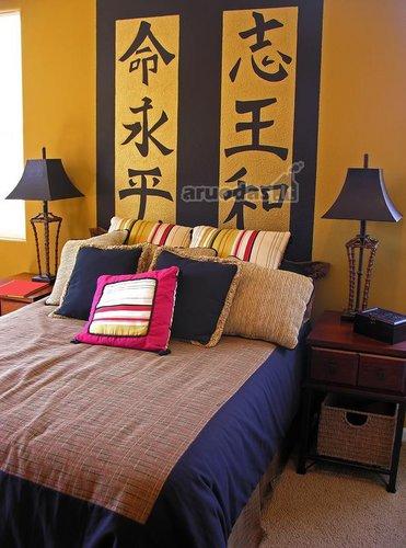 Miegamojo akcentas - hieroglifai sienos dekore