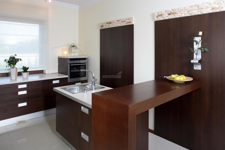 Medis virtuvės dizaine