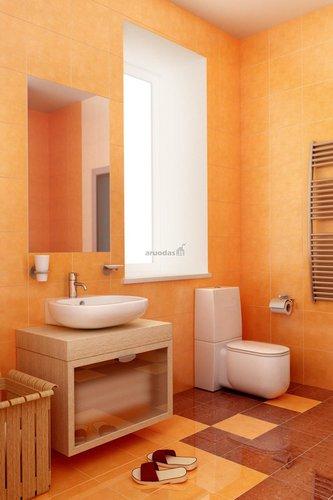 Kelių atspalvių rudos spalvos vonios interjeras