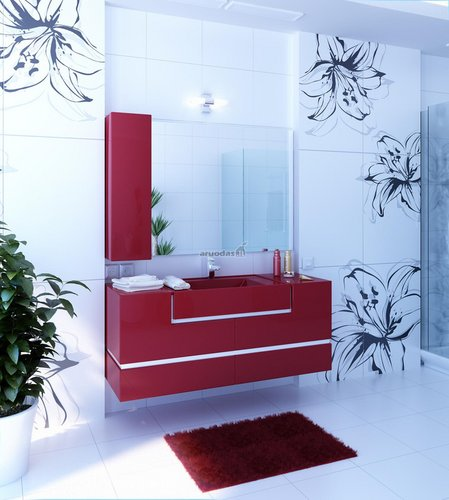 Vyšninės spalvos spintelė šviesiame vonios kambaryje