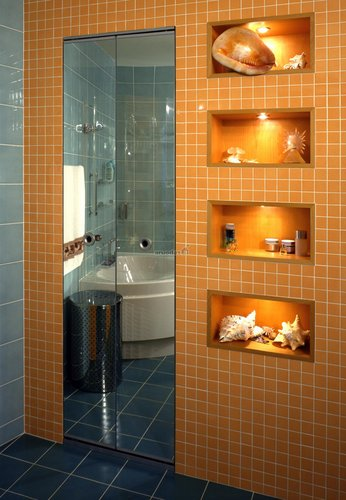 Originalus vonios spintelės apšvietimas