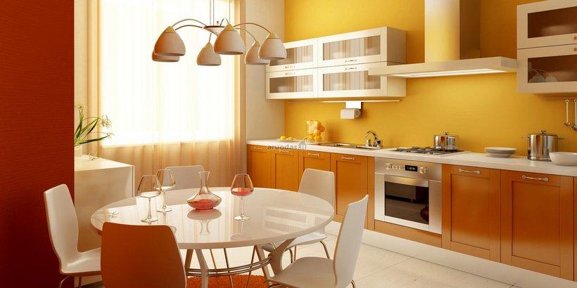 Geltona - balta interjeras