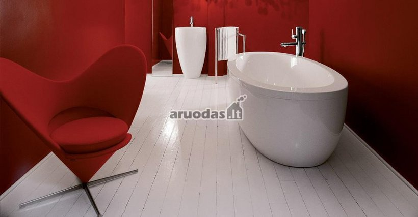 Raudona - balta vonios dizainas