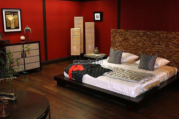 Raudonos miegamojo sienos