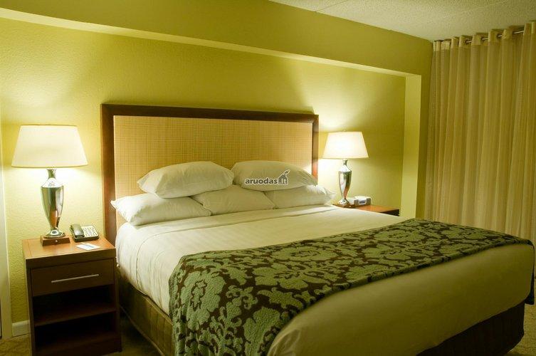šviesiai žalias miegamasis