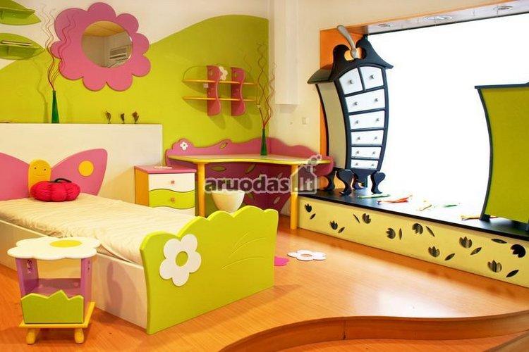 žalia - rožinė mergaitės kambario interjeras