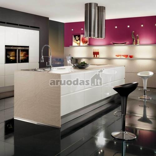 Nedidelis violetinis akcentas virtuvėje