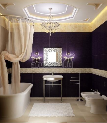 Tamsiai violetinė prabangiame vonios interjere
