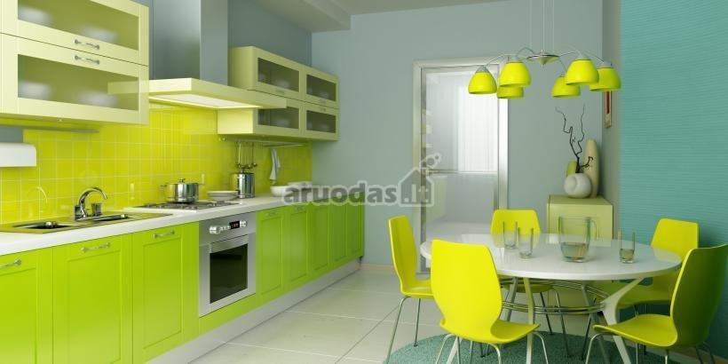 Ryškiai geltoni akcentai baltoje virtuvėje
