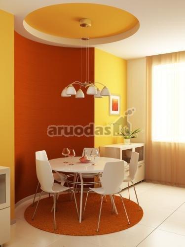 Geltonos ir rudos akcentas sienoje ir lubose