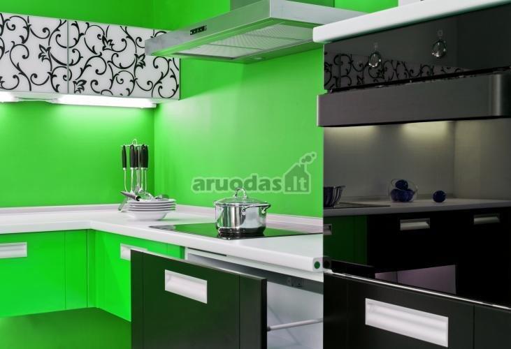 žalia - juoda - balta virtuvės interjeras