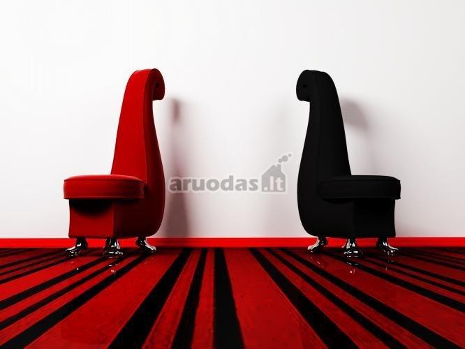 Ryškus interjeras, raudonos ir juodos derinys