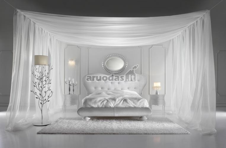 Blyškiai baltas miegamojo dizainas