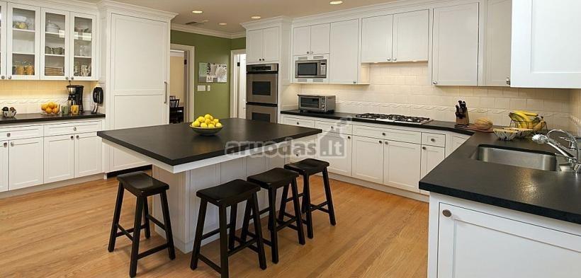 Juoda - balta virtuvės interjeras