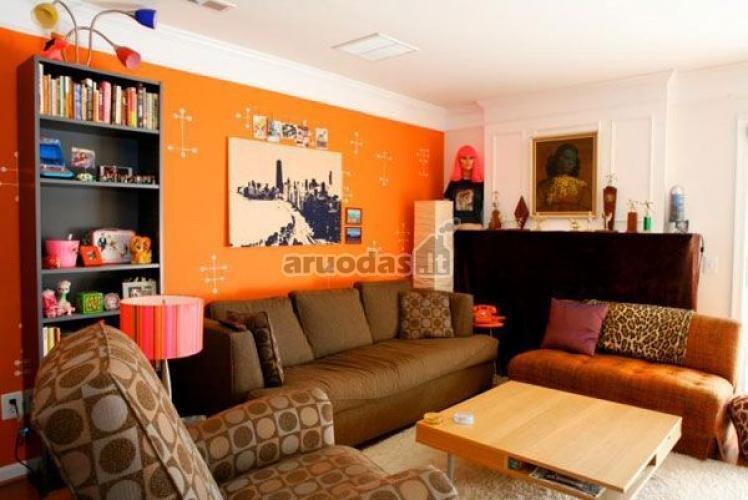Oranžinė siena kaip akcentas interjere