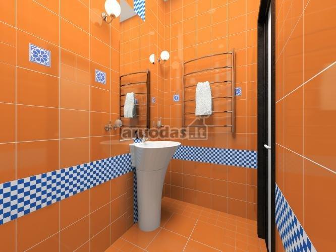 Oranžinis interjeras su mėlynu akcentu