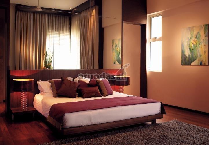 šviesiai rausvos miegamojo sienos