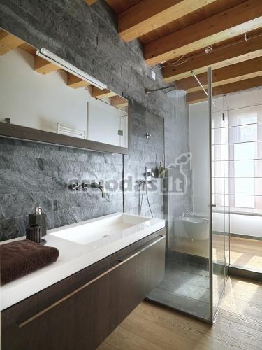 Pilka vonios kambario sienų tekstūra