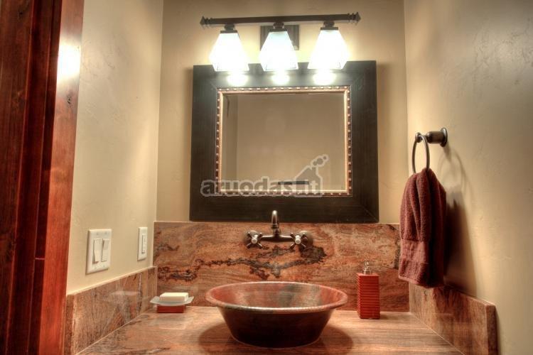 Molio rudumas vonios kambario interjere