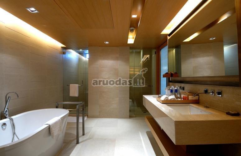 šviesiai rudas atspalvis vonios kambaryje