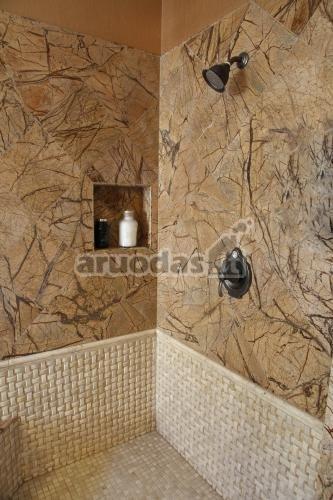 Originalus, rudas sienų dizainas