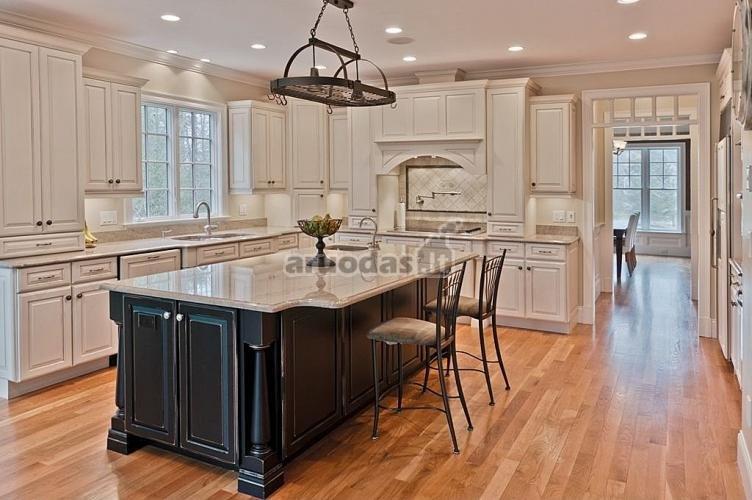 Kreminės spalvos virtuvė