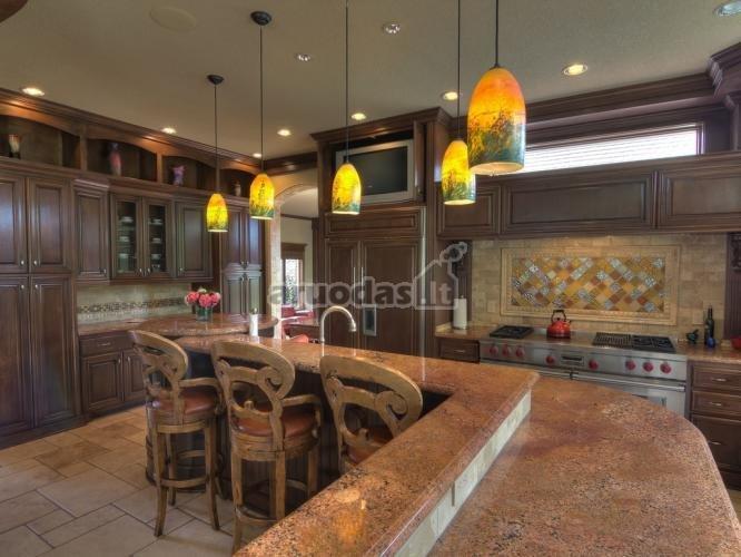 Medinės virtuvės spintelės