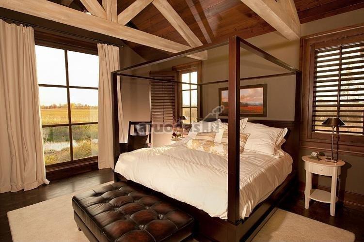 Medinė lovos konstrukcija