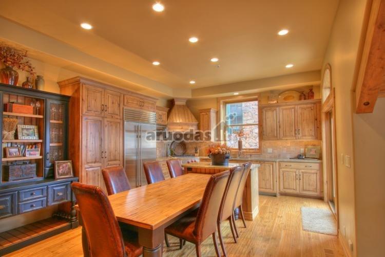 Virtuvės baldai iš medžio