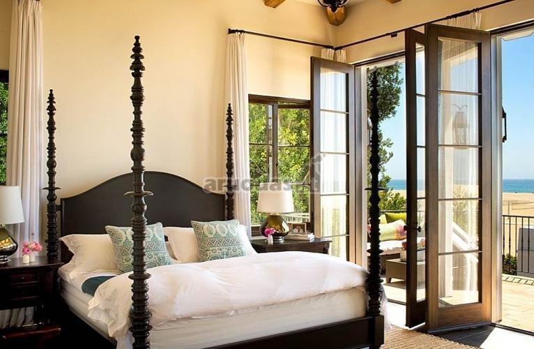 Dekoruotas, medinis lovos rėmas