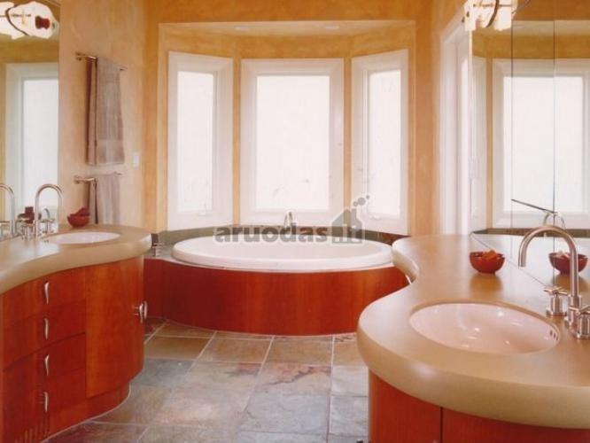 Medinė vonios spintelės