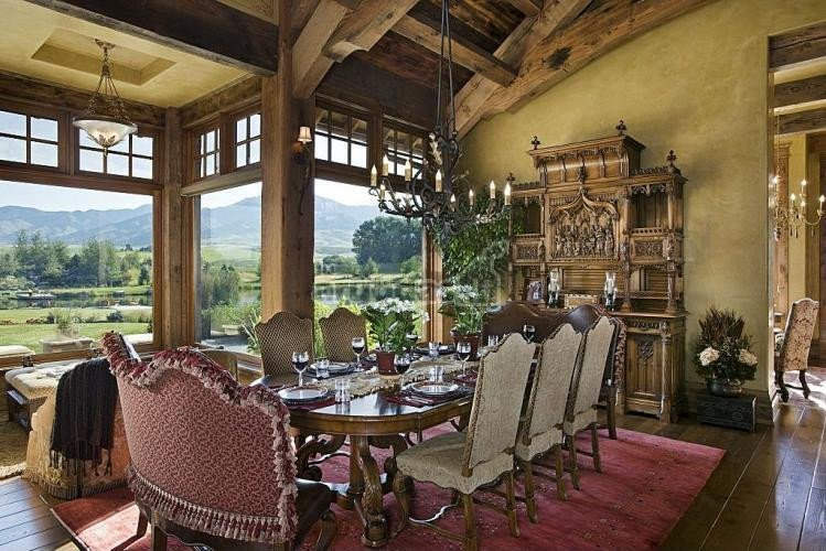 Prabangūs mediniai baldai