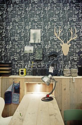 Darbo kambario siena dekoruota skaičiais