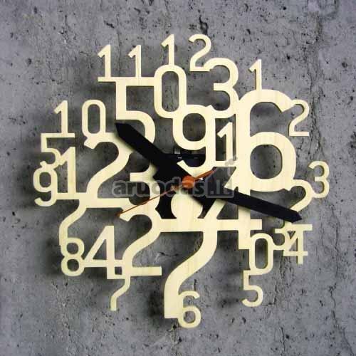 Laikrodis, sukonstruotas iš daugybės skaičių