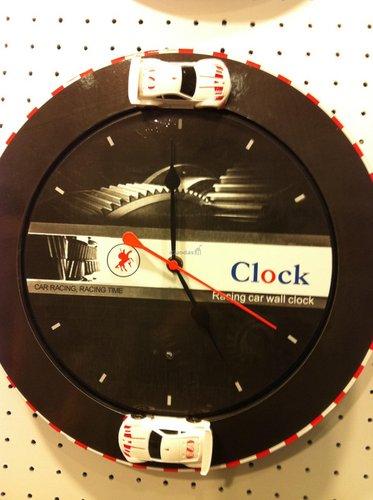 Juodas, apvalus laikrodis