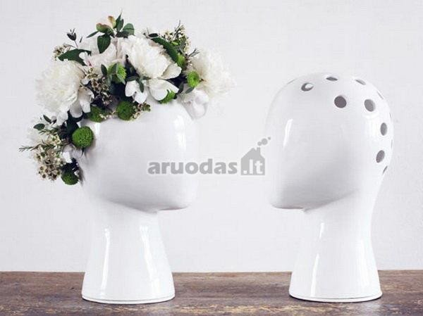 Originalios, baltos, žmogaus galvos formos vazos