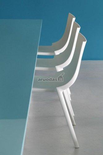 Baltos, modernaus stiliaus kėdės