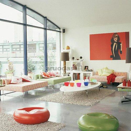 šviesių spalvų retro stiliaus svetainė