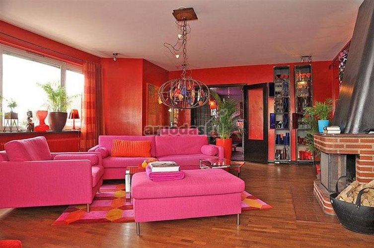 Rožiniai baldai retro stiliumi