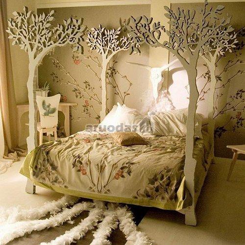 Lova, dekoruota medžių fragmentais