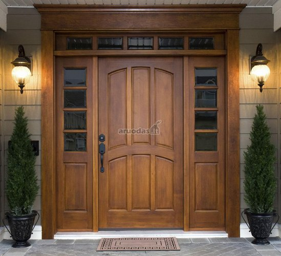 Tamsiai rudos lauko durys