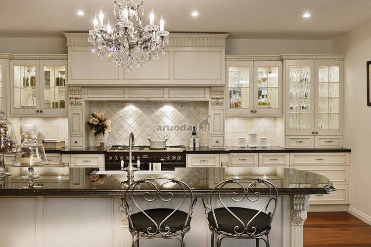 Prašmatni country stiliaus virtuvė