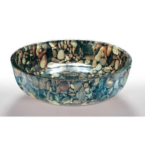 Akmenukais dekoruota kriauklė