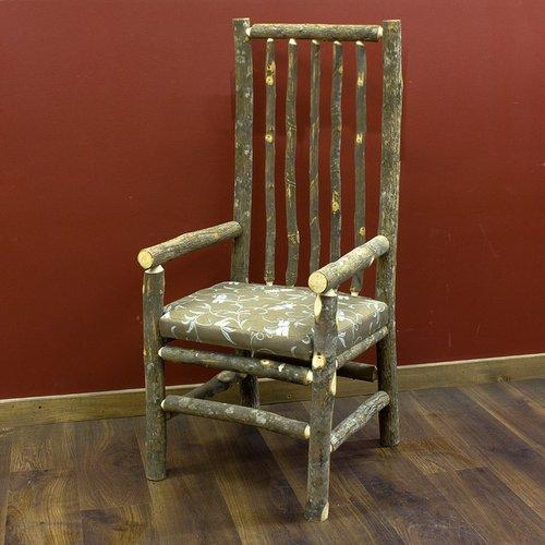 Natūrali medinės kėdės konstrukcija